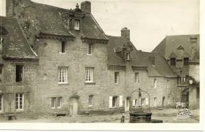Maisons 176-177-180. Angle nord-ouest de la place
