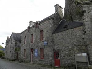 Les façades rectifiées de la rue des Charettes