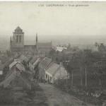De droite à gauche : gendarmerie, presbytère, musée, église